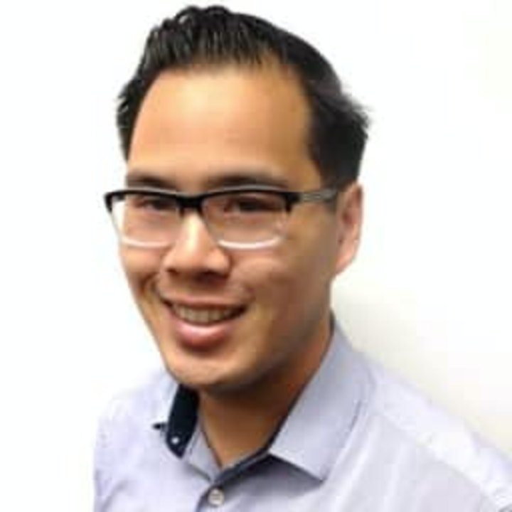 Acquiring large customers while being a small startup - who should spend time doing this and is it worth it by Andrew Ly.