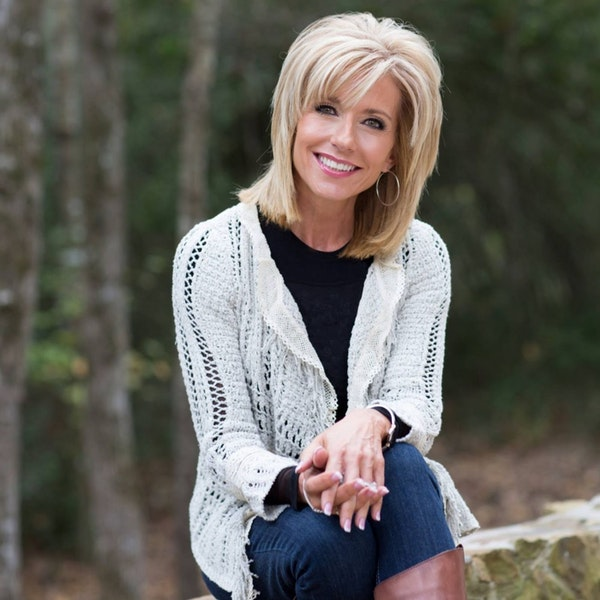 Beth Moore Apologizes for Her Elevating Complementarian Theology Image