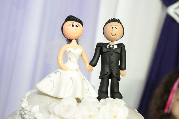 DD 016: Three Stages of Divorce, Lean into Resources Available to You, Getting Gas in Durango, Taking Back the Closet, Wedding Cake Topper and Crickets. Image