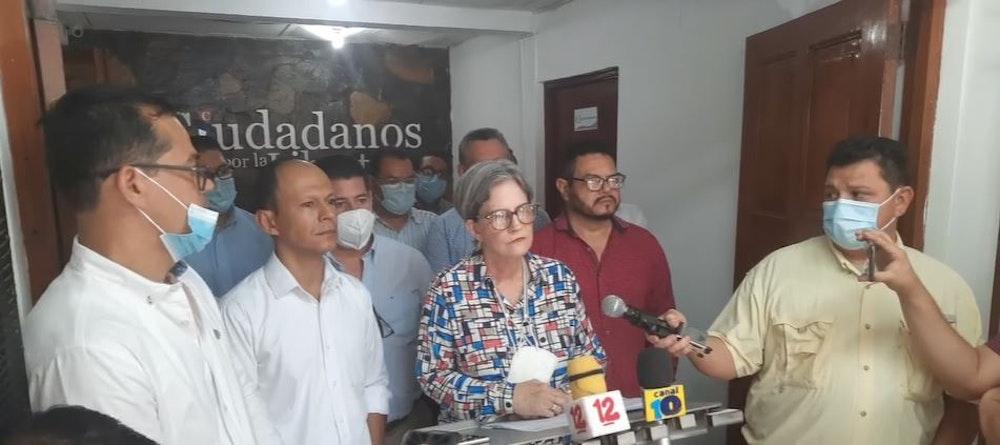 """Kitty Monterrey califica de """"barbarie"""" la iniciativa de reforma a la ley electoral"""