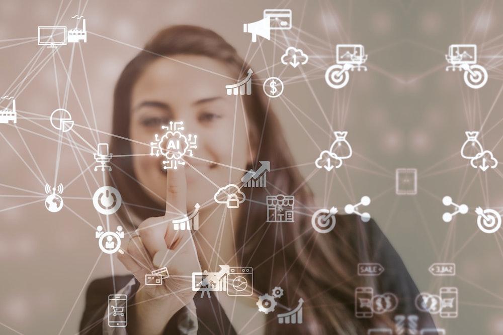 Cursos gratuitos en Inteligencia Artificial, Análisis de datos y Habilidades profesionales para mujeres