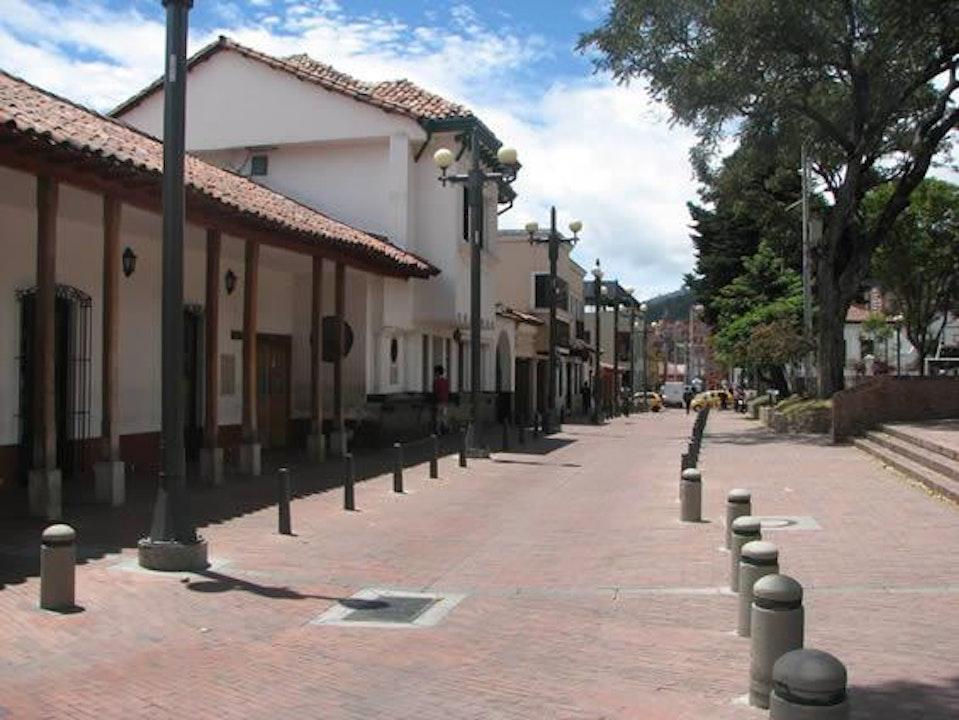 Alcaldia de Bogotá anuncia cierre de tres localidades y nuevas medidas hospitalarias
