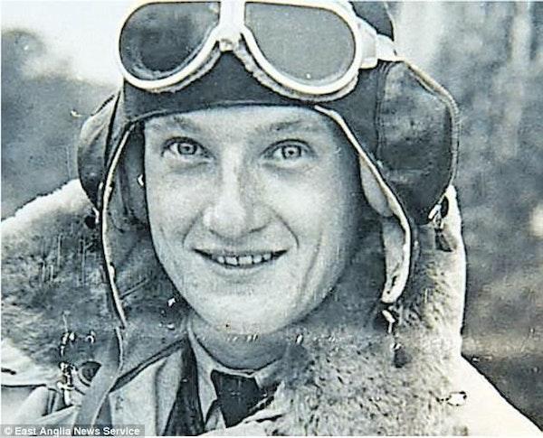 44 Sidney Stevens Lancaster Pilot WW2 - Interview Image