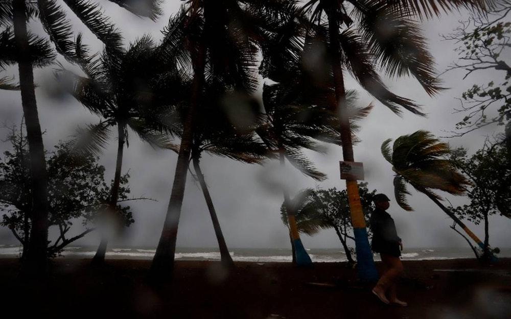 Tormenta Marco se convierte en huracán y Laura continúa su avance