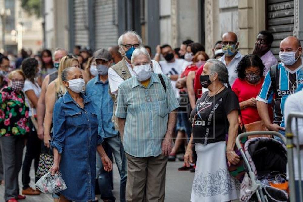 Brasil supera los 2,5 millones de casos y 90.000 muertes con récords diarios