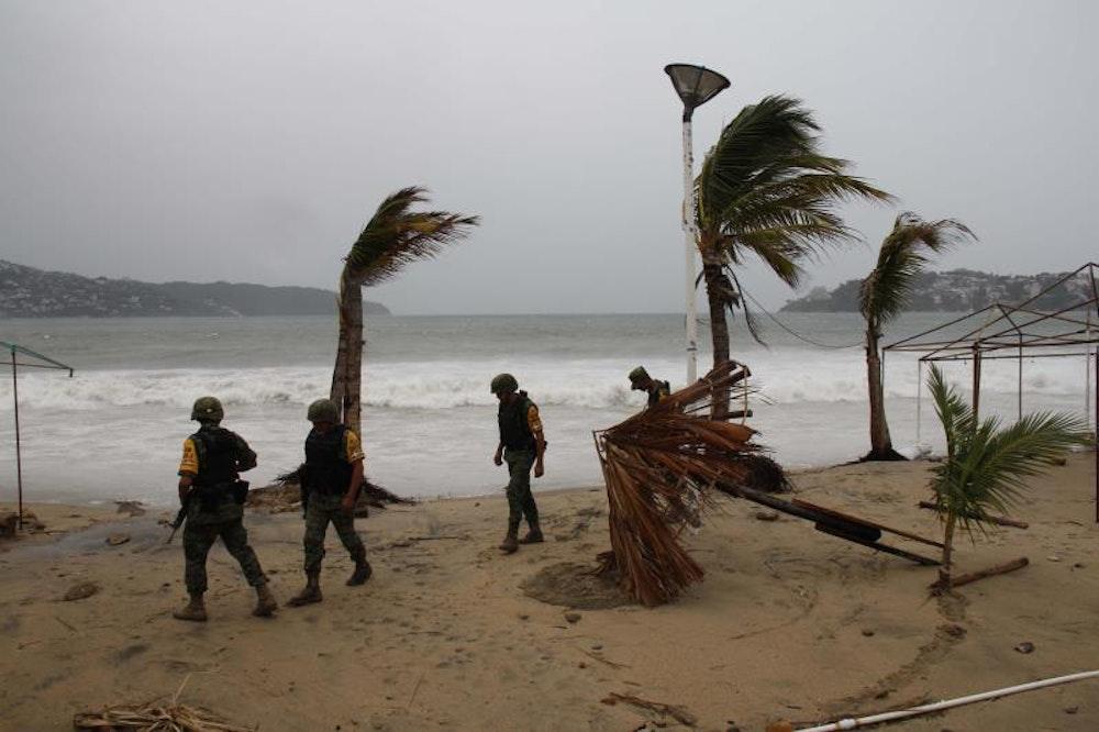 Elida se fortalece a huracán categoría 2 en el Pacífico mexicano