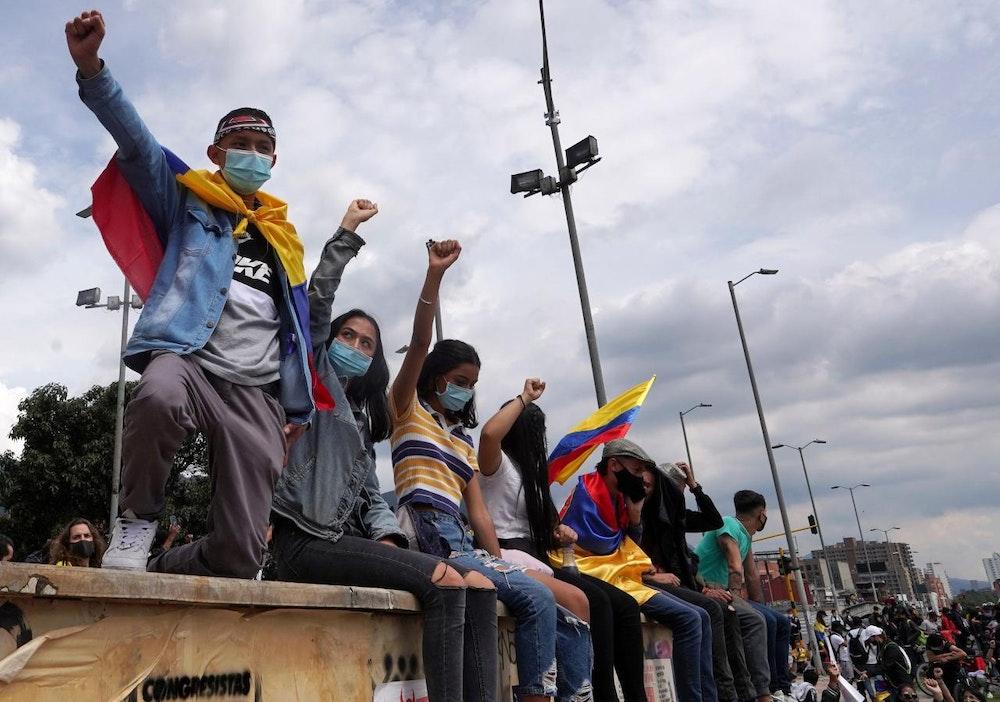 Colombia llama al diálogo político, mientras las protestas siguen en la calle