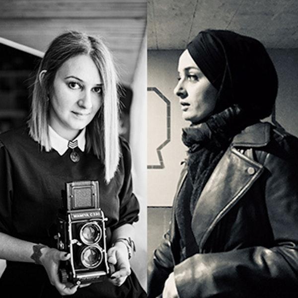 İki kadın foto muhabiri:  Elif Öztürk,  Şebnem Coşkun Image