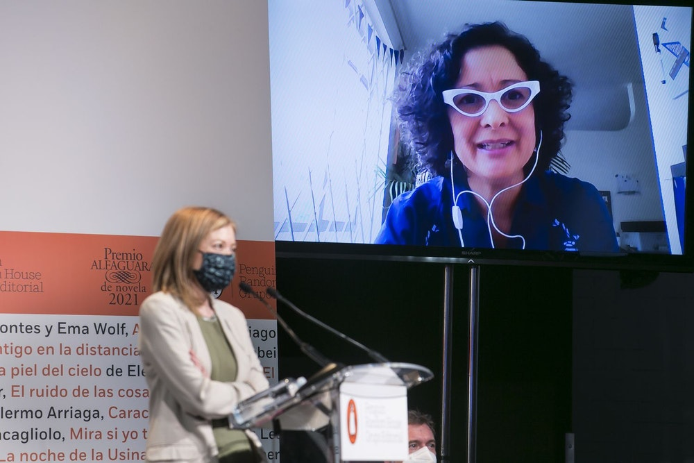 La escritora colombiana, Pilar Quintana, gana Premio Alfaguara de Novela