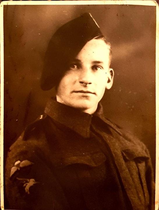 38 Sergeant Eion McEwan -5th Scottish Para WWII memoir Image