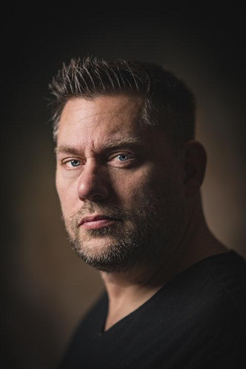 Portrait photographer Travis Keyes