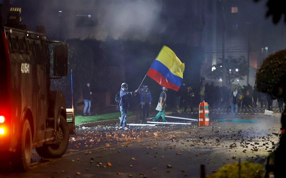 Colombia rechaza violencia y pide diálogo en vísperas de otro paro nacional