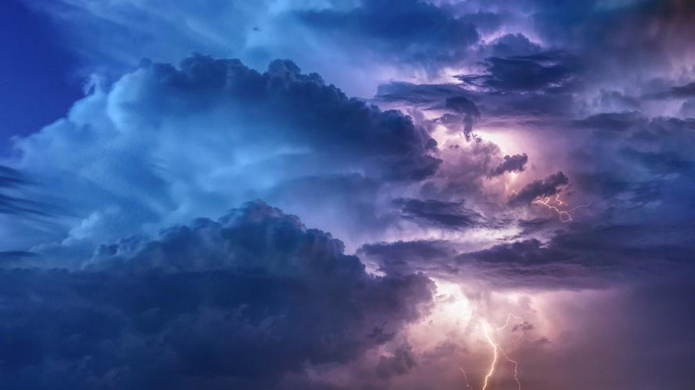 Storm tell...