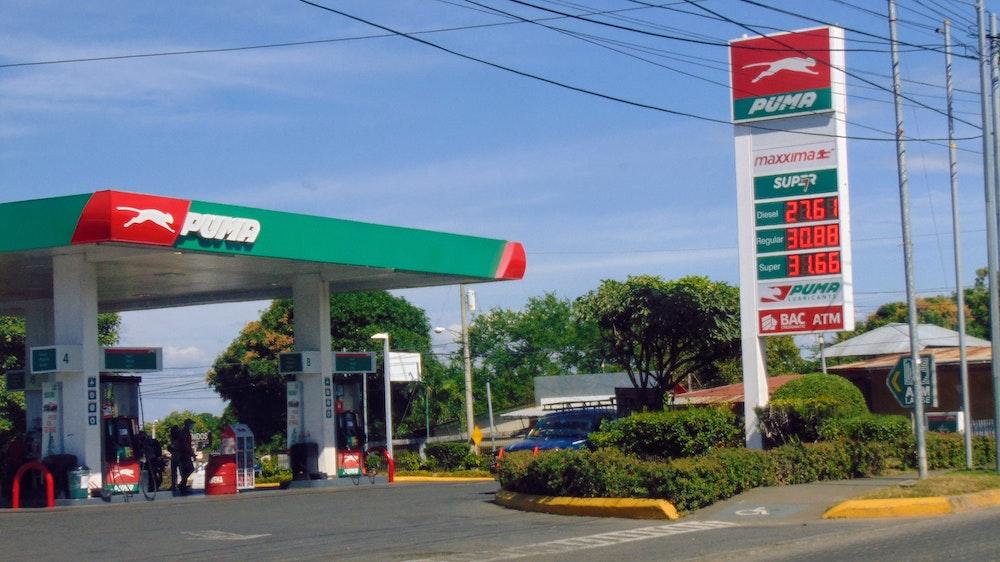 Defensoría al consumidor promueve campaña contra altos precios de los combustibles