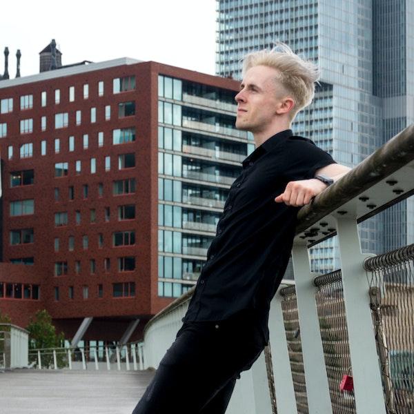 Creating an Online Business w/ Lars Wettmann | The Freelancer Talk #15 Image